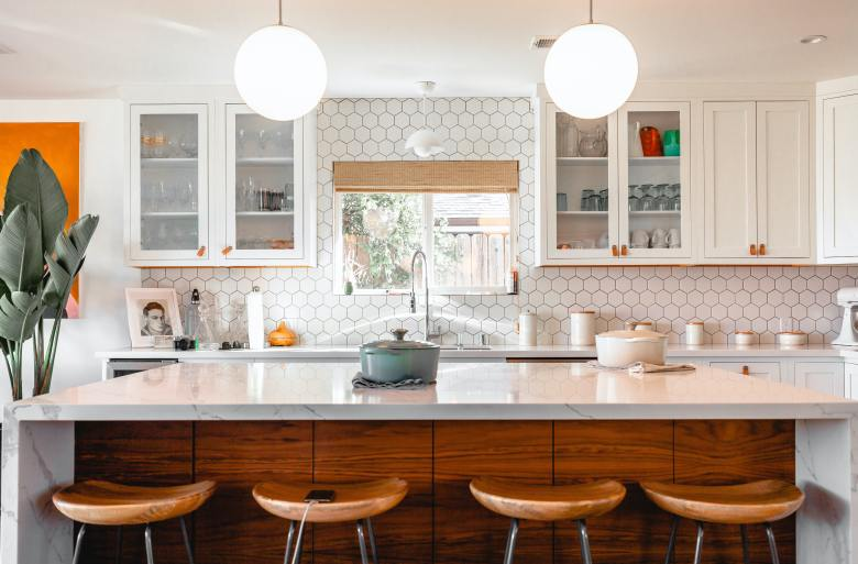 White kitchen with honeycomb tiles