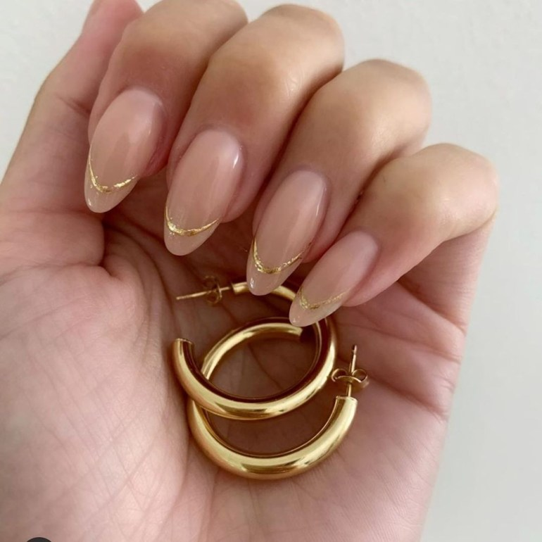 Minimalist French Manicure Nails by jenny.jennys