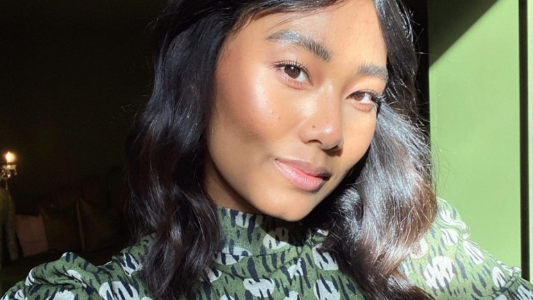 6 Next To Natural Highlighters Perfect For No Makeup Looks