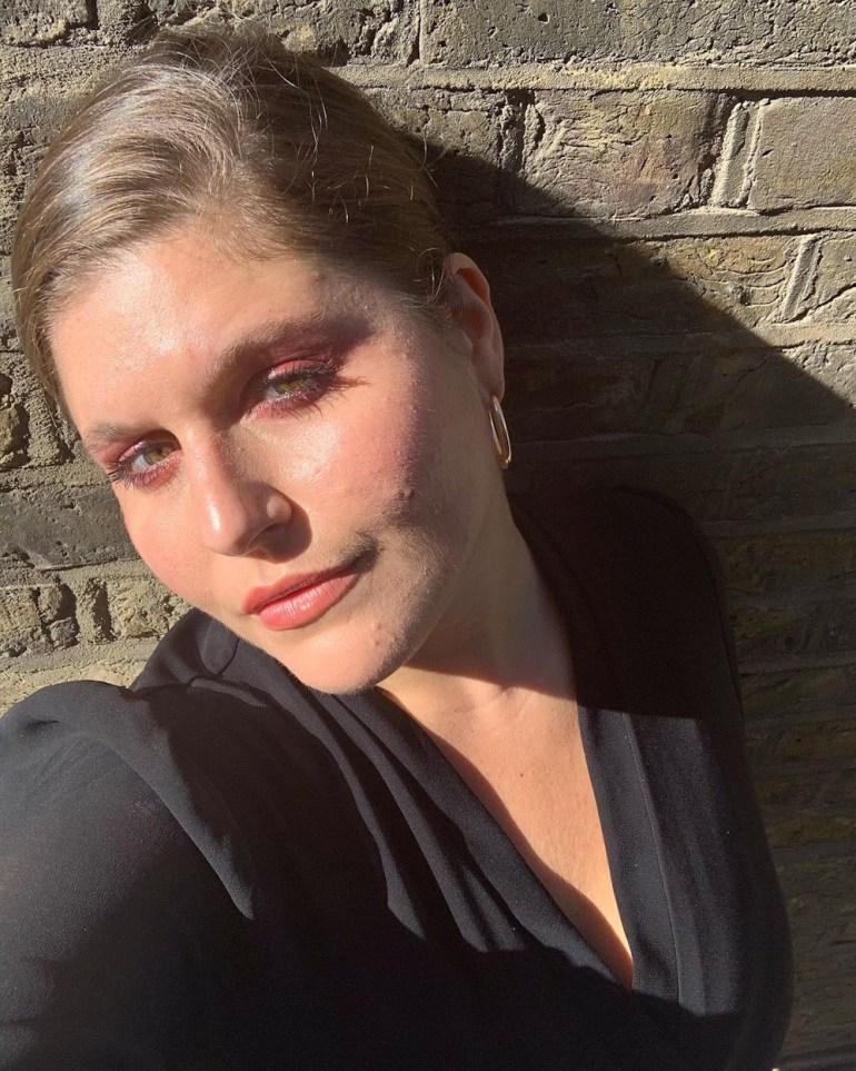 Chloé Dall'Olio glows in Trinny London Lip2Cheek in Munchkin applied to lips, cheeks, and eyes / @chloedallolio