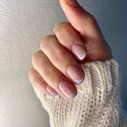 Spring Manicure: Fine Lines - Nude nails with Wavy lines