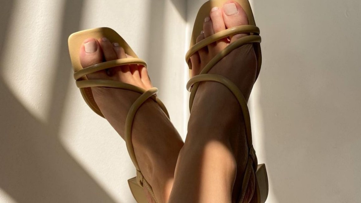 The Summer Sandals To Buy in 2021 – Stylish Flats, Mules & Strappy Sandals!