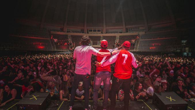 fica comigo O vocalista da banda conhecido pela simpatia, Delão, e também empresário da banda Melim, revela como o grupo carioca transformou sua vida