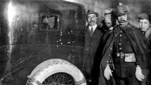 El cotxe s'exposa avui en el Museo del Ejercito. Les bales indiquen on anava Dato
