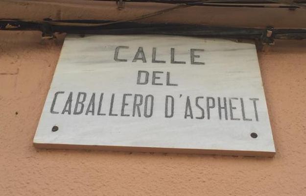 """""""Calle del Caballero D'Asphelt"""" (Foto, Joan Capó, desembre 2015)"""