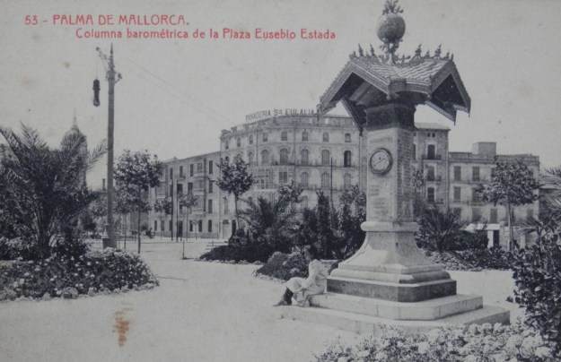 La plaça dedicada a Eusebi Estada