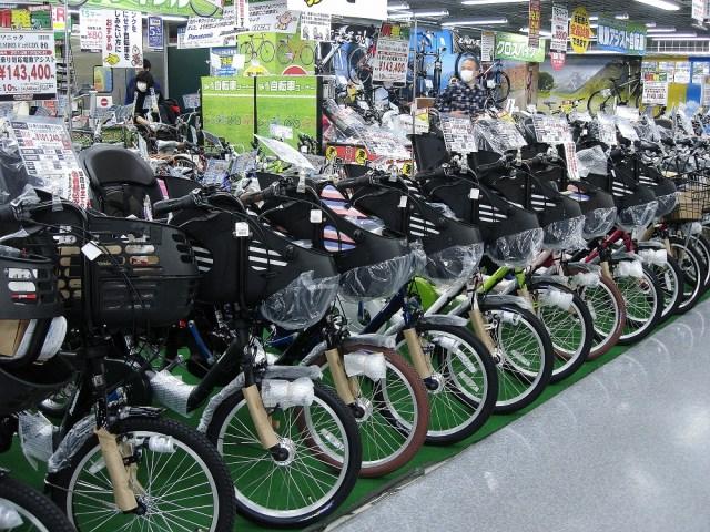 Bicicletes a la venda en uns grans magatzems.