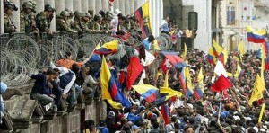 Manifestacion-Lucio-Gutierrez-Cronicas-Fotografia_EDIIMA20131205_0628_13-642x317