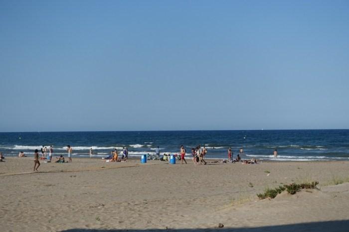 Tot just havia arribat el solstici a la platja de la Malva-rosa de València. (21/06/2015, 18:13 h.)