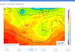 """Mapa isotèrmic previst en altura (500 hPa) per al 12/12/2015, a les 7 h, on s'aprecia l'acostament cap a la Mediterrània d'una zona més freda (la part més activa és la davantera de la """"V""""; font: AEMet)."""