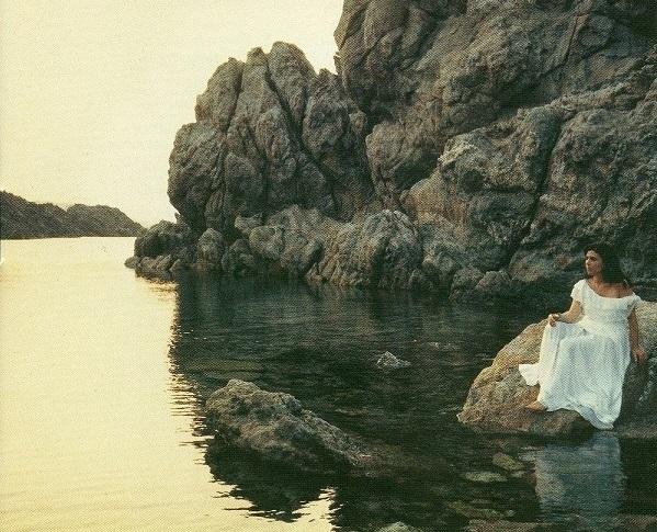 Estimada Maria del Mar Bonet, companya de desigs i malenconies.