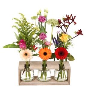 3 flessen met bloemen in houder bezorgen bestellen of bezorgen