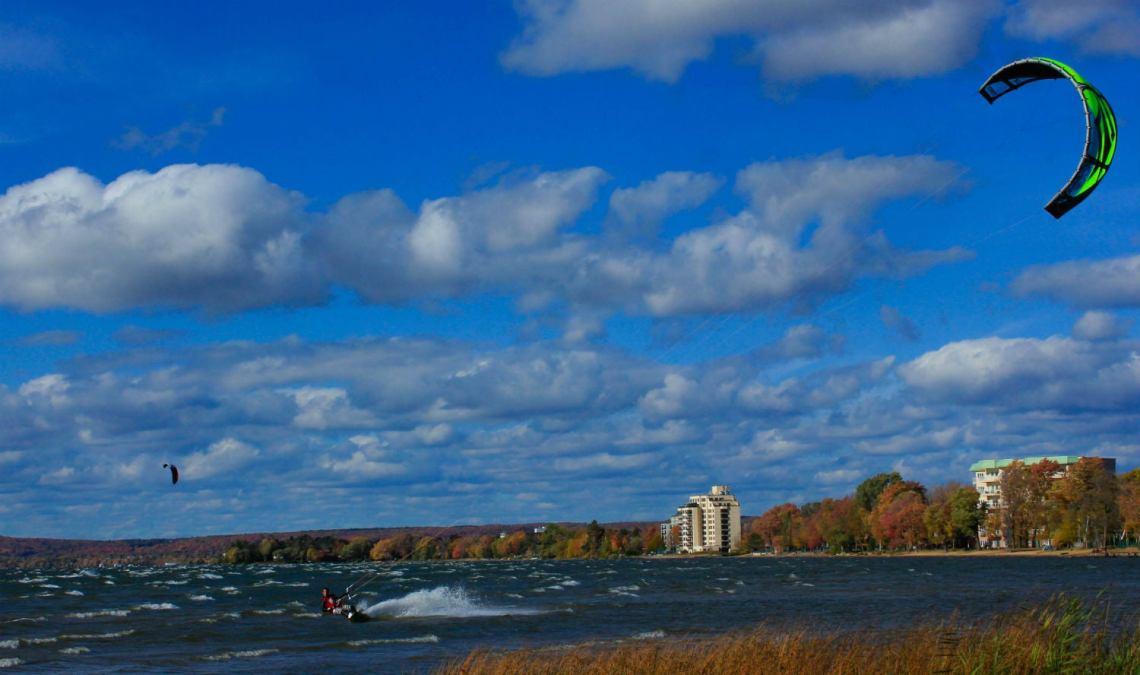 full-time campers kite watch at Lake Nippising