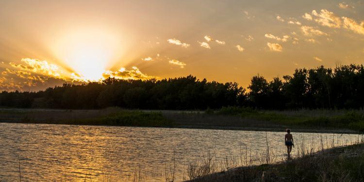 sunset while camping lake mcconaughy