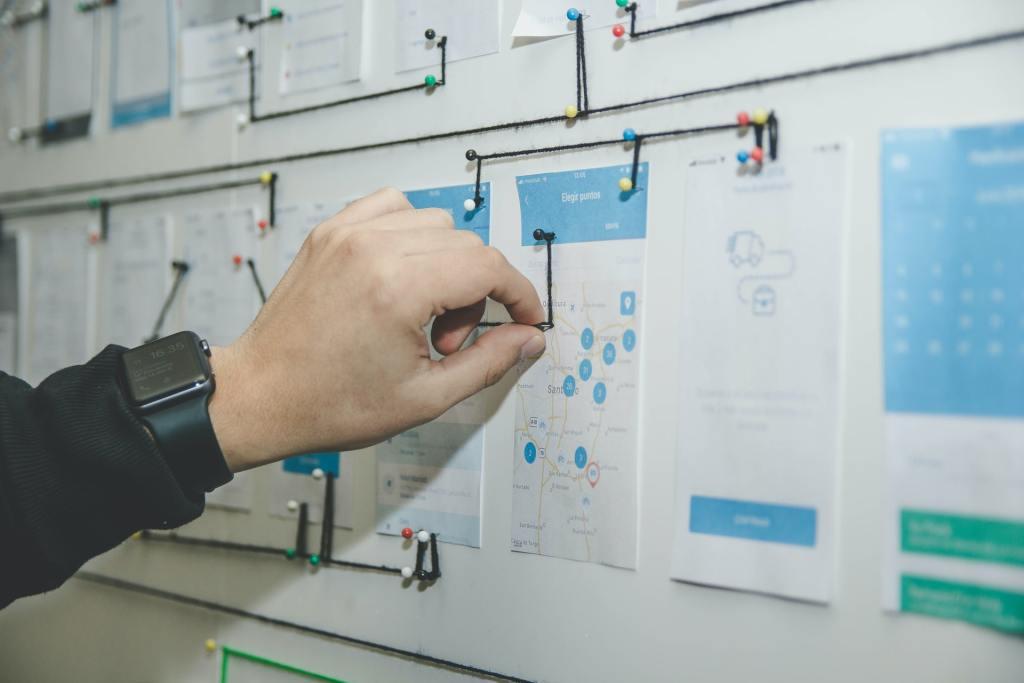 Pessoa em uma folha com diagramas e gráficos analisando o gerenciamento de risco da sua empresa