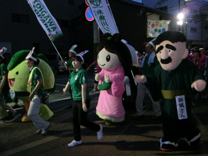 Mascots dancing