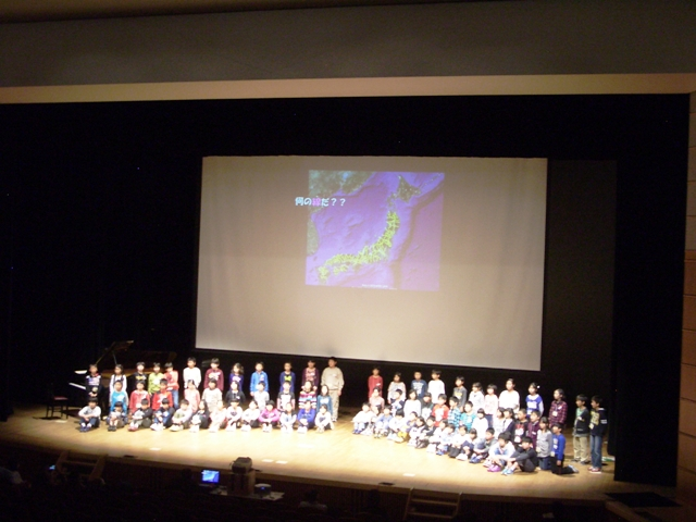 Students give a presentation about Itoigawa Geopark