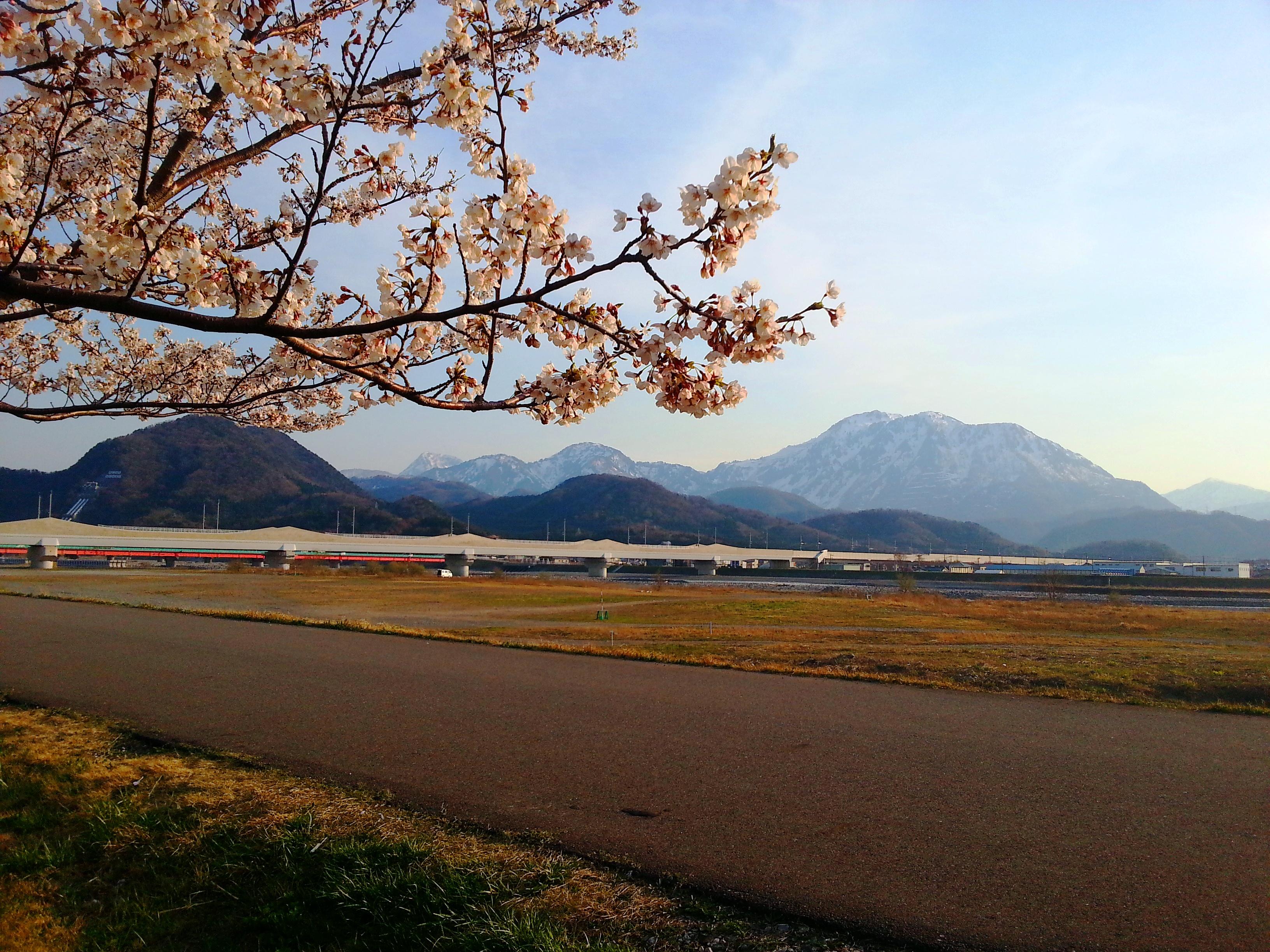 Mt. Kurohime (right) and Mt. Myojo (left back)