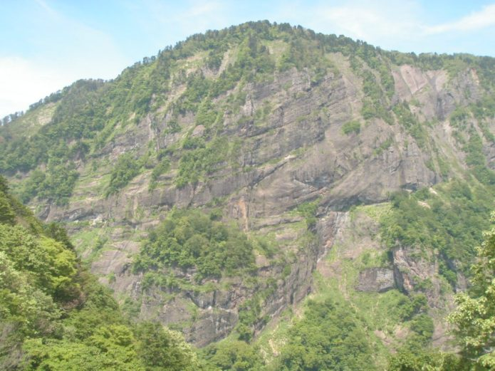 Mt. Senjogatake forms one wall of the Umidani Gorge