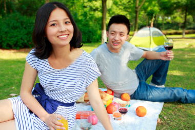 stock-photo-20483616-happy-young-couple-picnic-in-the-park