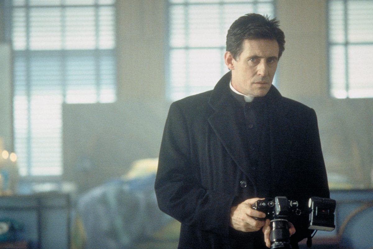Stigmata Gabriel Byrne