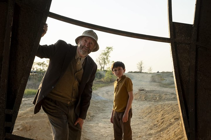 Russ (Jonathan Pryce) und Enkel Cole (Duncan Joiner)