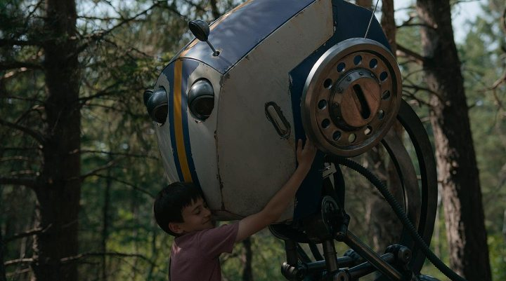 Cole (Duncan Joiner) und Roboterbruder