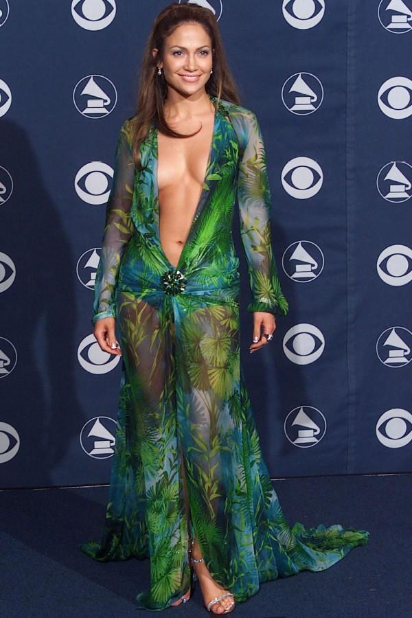 Jennifer Lopez dans sa robe Versace, aux Grammy Awards de 2000