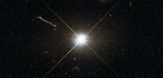 un trou noir vu de loin