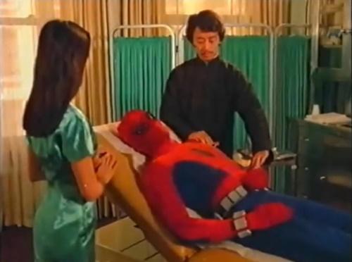 スパイダーマン アメコミ ヒーロー やられ 正体バレ マスク剥ぎ
