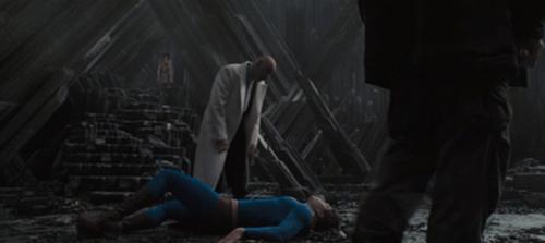 アメコミヒーロー、スーパーマンが宿敵にやられてついに敗北
