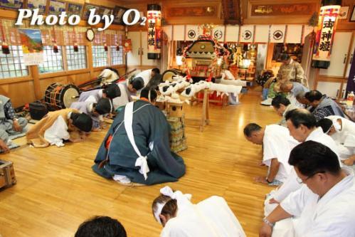 月崎神社に入る神輿