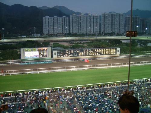 【競馬ネタ】香港競馬「中国本土にトレセン作ったぞー」