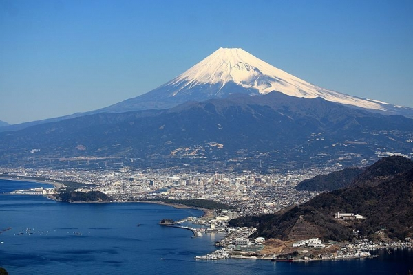 Numazu_and_Mount_Fuji.jpg