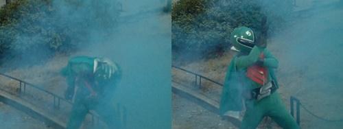 戦隊ヒーロー、ゴレンジャーのミドレンジャーが毒ガスにやられて捕らわれる