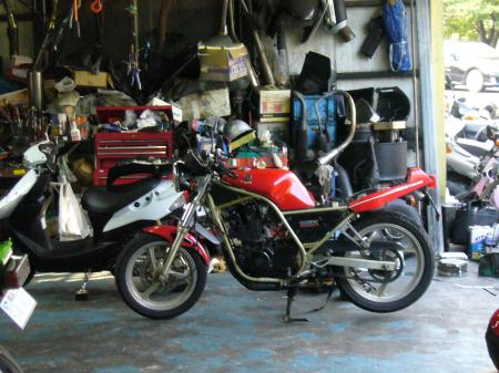 SRX250 in バイク屋2