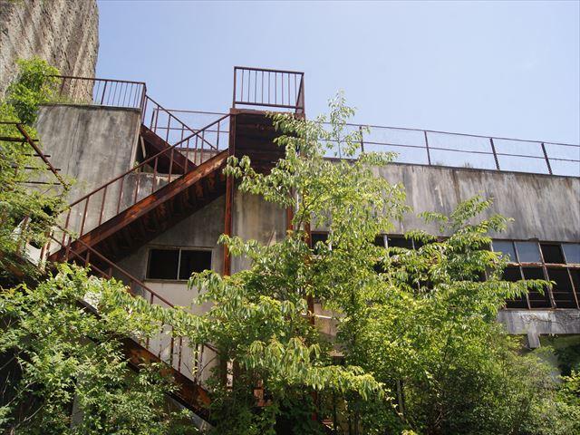 ржавая пожарная лестница