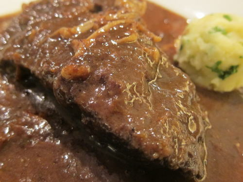 牛スネ肉の煮込み