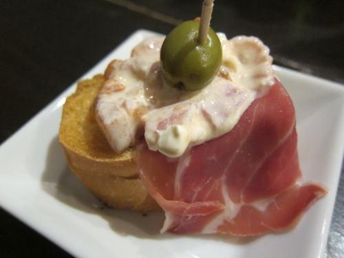 富有柿とパンチェッタとハモンセラーノのアミューズ