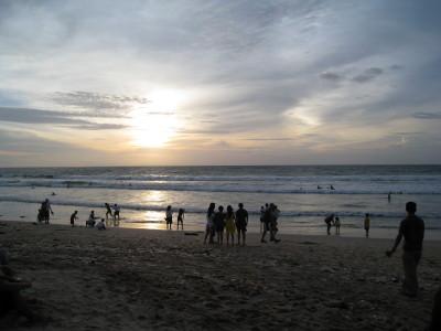 日没直前のクタの海岸