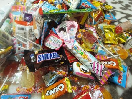 お菓子の山2