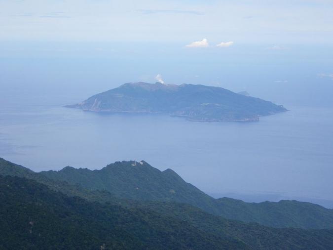 Kuchinoerabujima_island.jpg