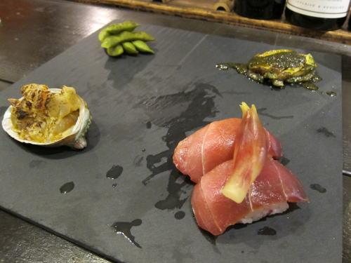 前菜4種(マグロの漬け菊花寿司・天使の海老と石川小芋の和え物・丹波黒枝豆・アワビのステーキ)