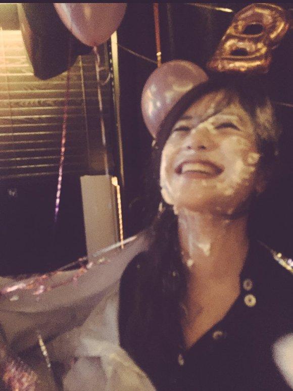 28歳の誕生日に顔中ケーキだらけになった吉高由里子