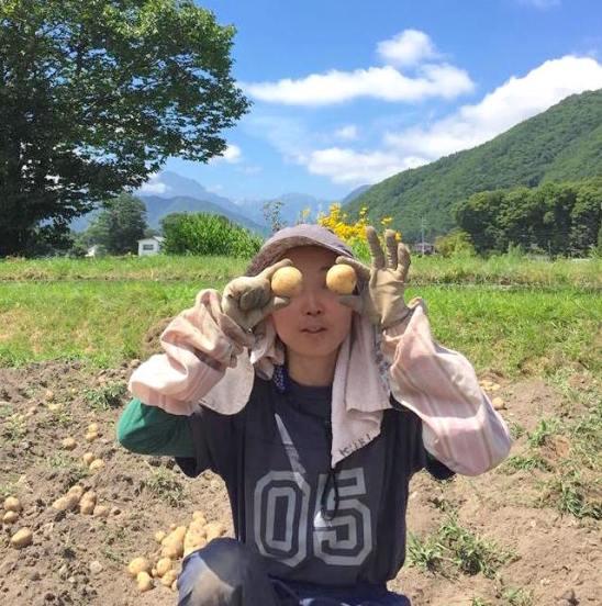ジャガイモを収穫するみほちゃん
