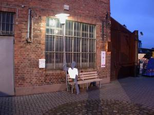 Laternenmann sitzend