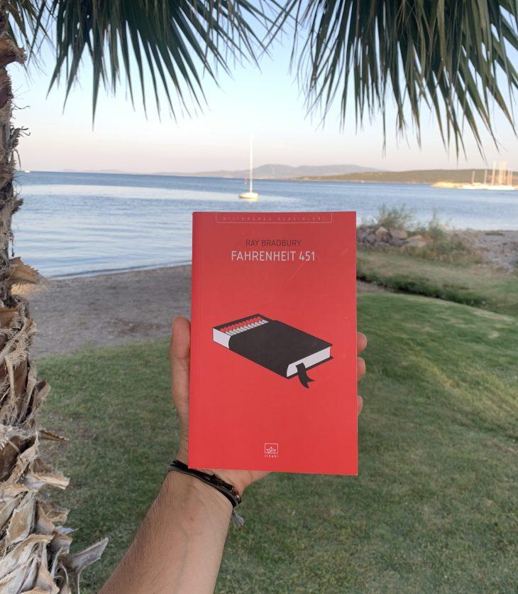 Fahrenheit 451 Kitap Yorumu İncelemesi ve Analizi