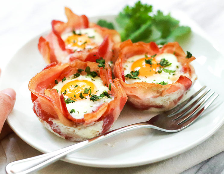 3-Ingredient-Bacon-and-Egg-Cups744.jpg
