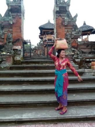 Passage au temple pour nombre de Balinais (Ubud)