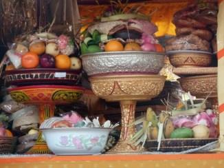 Offrande dans le temple familial, où je loge, à Ubud.